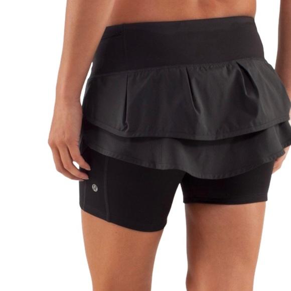 Lululemon running skirt / shorts black size 4
